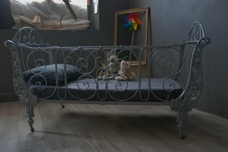 ancien lit en fer forg vendu atelier vintage. Black Bedroom Furniture Sets. Home Design Ideas