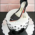 Gateau glamour , chaussure haute couture.