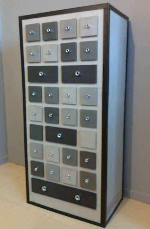 Un meuble de rangement industriel tout en carton for Meuble chaussure en carton