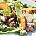 Salade sucrée-salée : figue, pêche, parmesan, chèvre