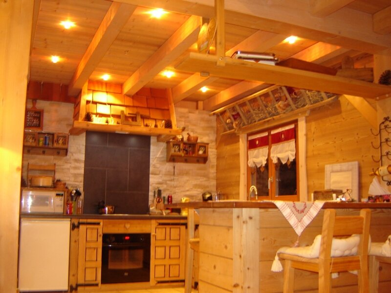 Int rieur chalet 023 photo de chalet poteaux poutres for Decoration luminaire interieur