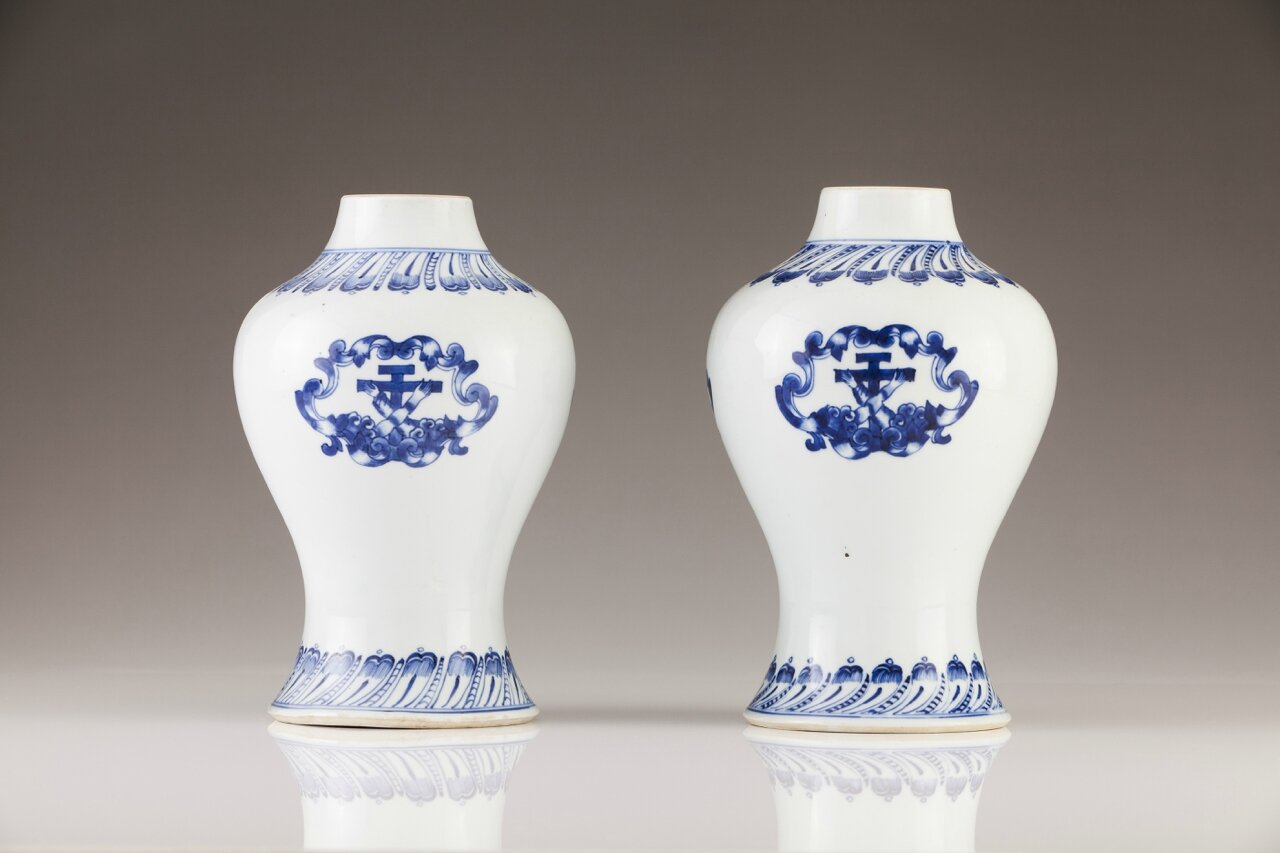 A rare pair of armorial vases, Chinese export porcelain, Qing Dynasty, Qianlong Period, ca. 1790-95
