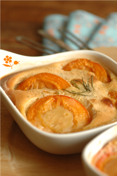 Gratin abricots, pte d'amande et romarin