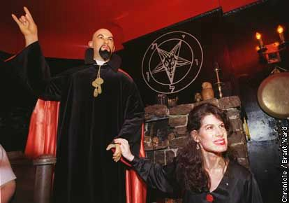 Anton-Lavey-Founder-Of-The-Church-Of-Satan-hand-sign