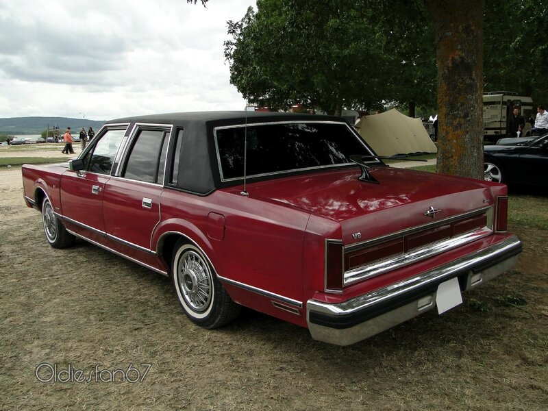 lincoln-town-car-1983-b