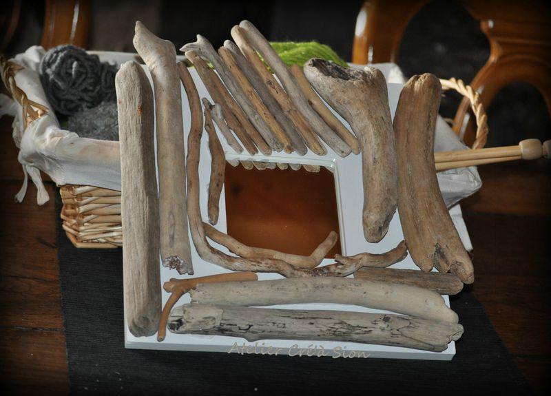 Cadre miroir blanc et bois flott atelier cr 39 sion l for Cadre miroir bois flotte