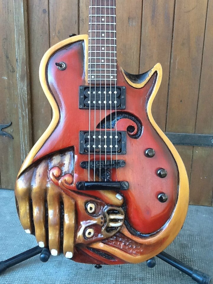 GUITARE SCULPTEE... LTD 50....
