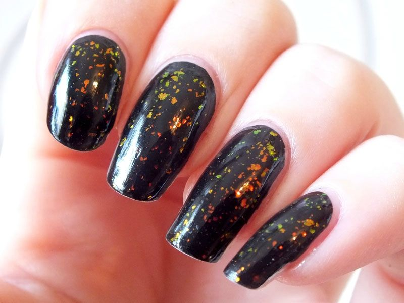 flakies-sephora-ancienne-collection-pixie-dust-elf-noir- paillettes-rouges-vert-swatch-top-coat(2)