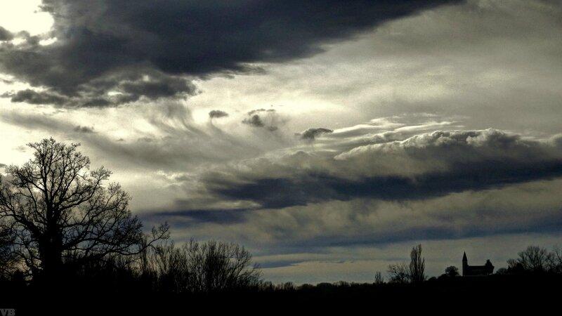 chateau sous le ciel