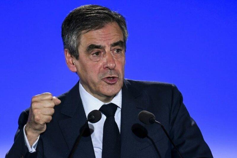 1012474-le-candidat-du-parti-les-republicains-a-la-presidentielle-francois-fillon-lors-d-un-meeting-a-chassi