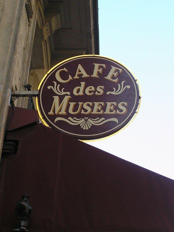 Les cafés, tenus par les homosexuels, lieux d'originalité...