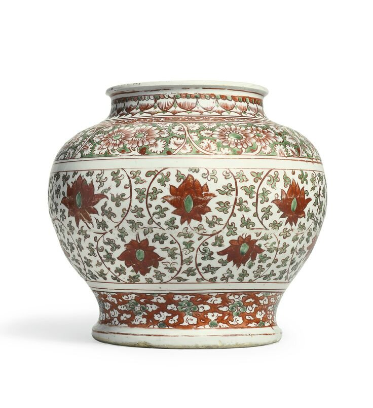 A large iron-red and green enameled jar, guan, Ming dynasty, 16th-17th century