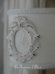 Abat jour blanc shabby moulure ornement monogramme decoration de charme 3