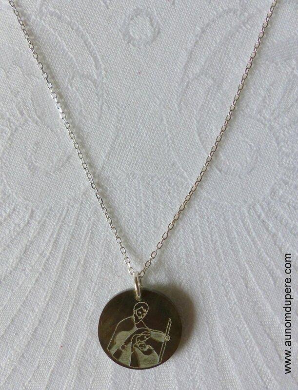 Collier médaille de la Sainte Famille petit modèle - 27 €