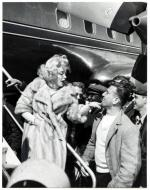 1959-MONROE__MARILYN_-_MANFRED_KREINER_ARRIVING_LA_GUARDIA_71033