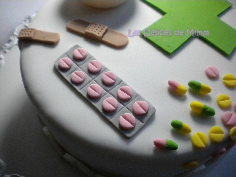 Gâteau sur le thème de la pharmacie (pâte à sucre) 6