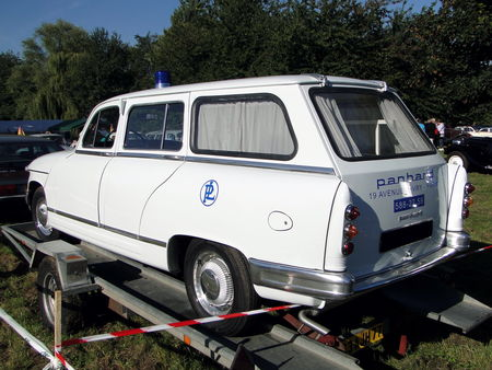 PANHARD L9 Break Ambulance 1964 Nesles Retro Expo 2010 2