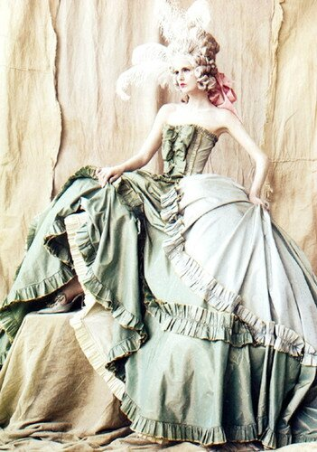 marie,corset,dress,fasion,marie,antoinette,marie,antionette,inspired,by,mar-6c6b6198998ad7766239bbfd39df94eb_h