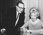1958_marilyn_sign_contract_for_SLiH_3_1_w_Harold_Mirish_1