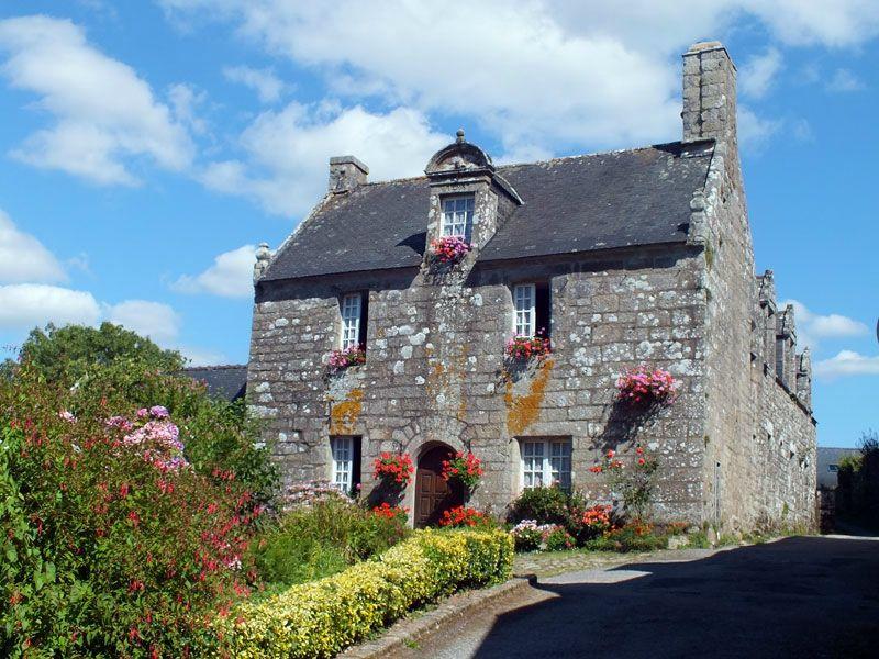 locronan-bretagne-finistere-touristique-boutiques-specialité-bretonnes-authentique-village-de-caractere-chocolatier-hortensias-chouans-monuments-historiques (25)