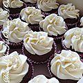 Cupcakes chocolat coeur chocolat topping vanille