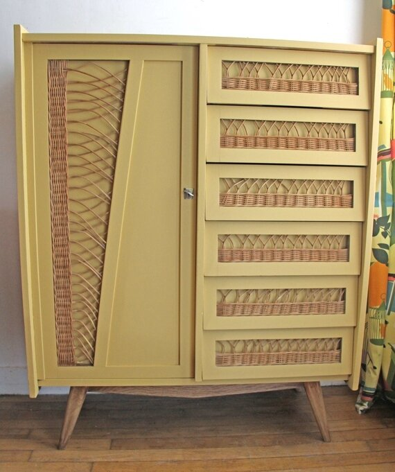 armoire-commode-en-rotin-moutarde-face-bis