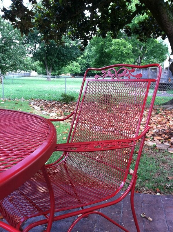 spray-paint-wrought-iron-patio-furniture