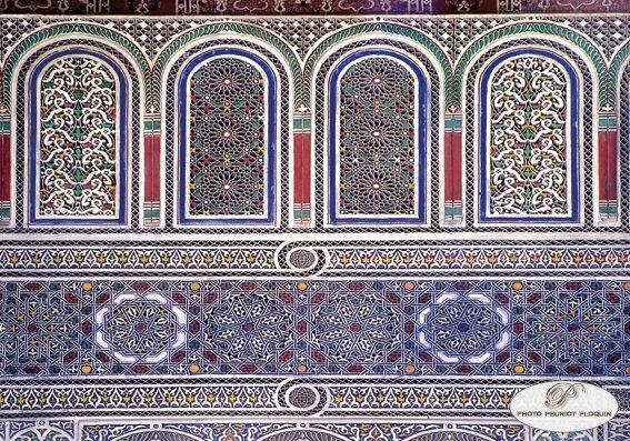 MARRAKECH_Musee_DAR_SI_SAID_decor_en_gebs_polychrome_panneaux_en_forme_de_chemmasiats_et_rosaces