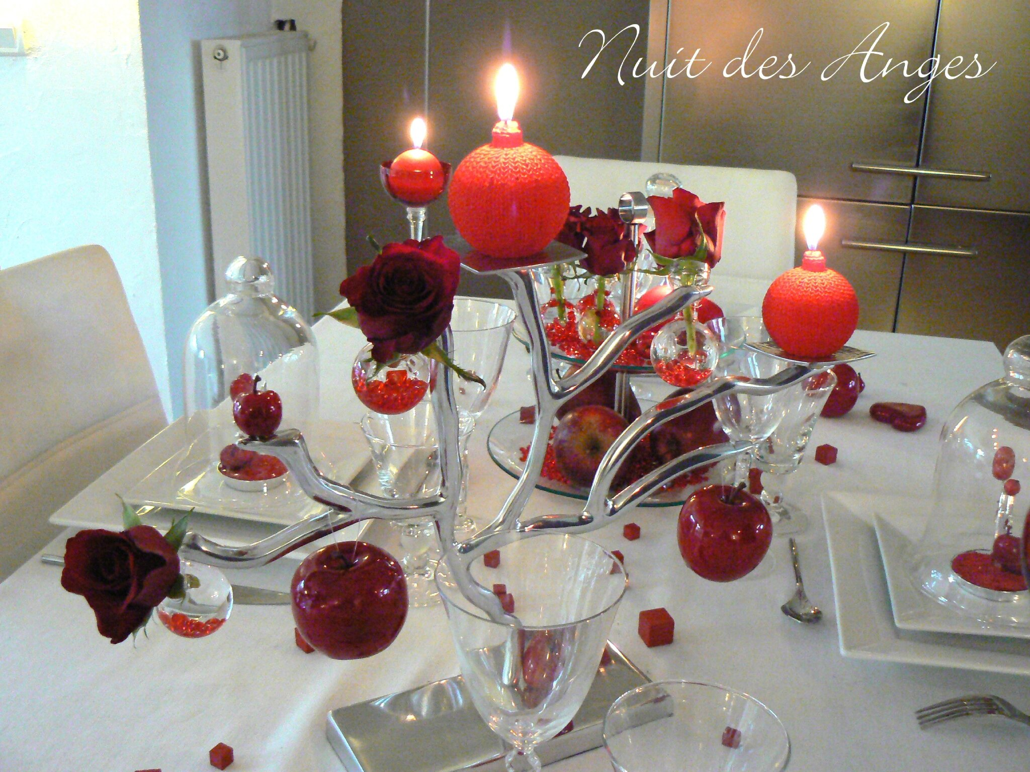 D coration de table rouge pomme d 39 amour nuit des anges - Exemple de decoration ...