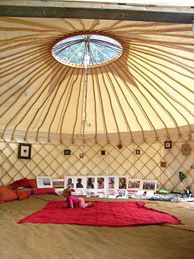 nous sommes tous en yourte contemporaine yurtao la voie de la yourte. Black Bedroom Furniture Sets. Home Design Ideas