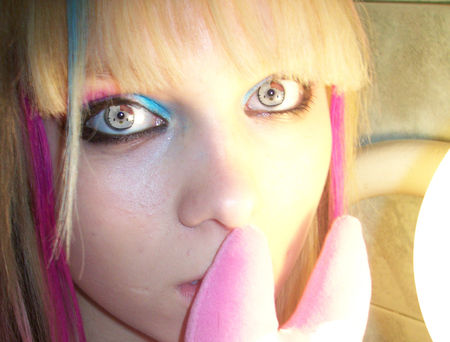 hello_kitty_contacts