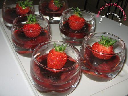 Verrines_fraises_chocolat_es_sur_compot_e_de_fraises_011