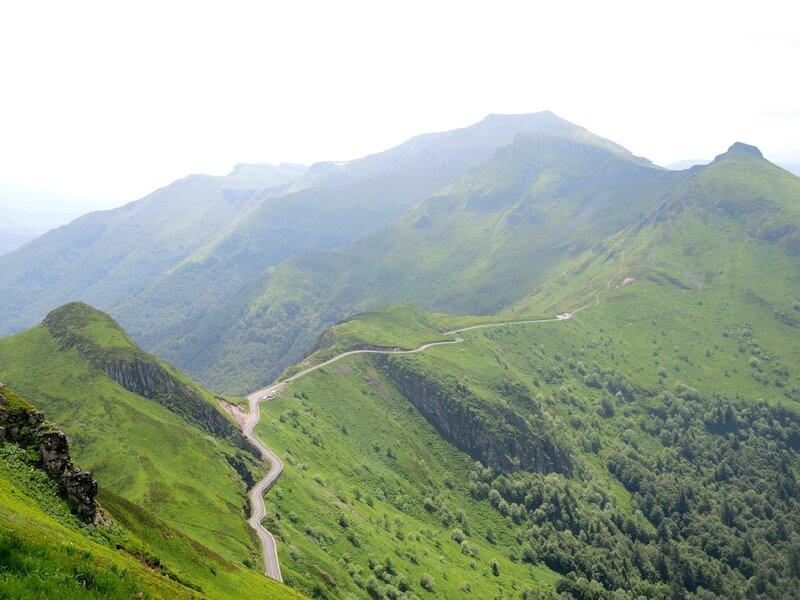 Puy Mary, vue sur la D17 (15)