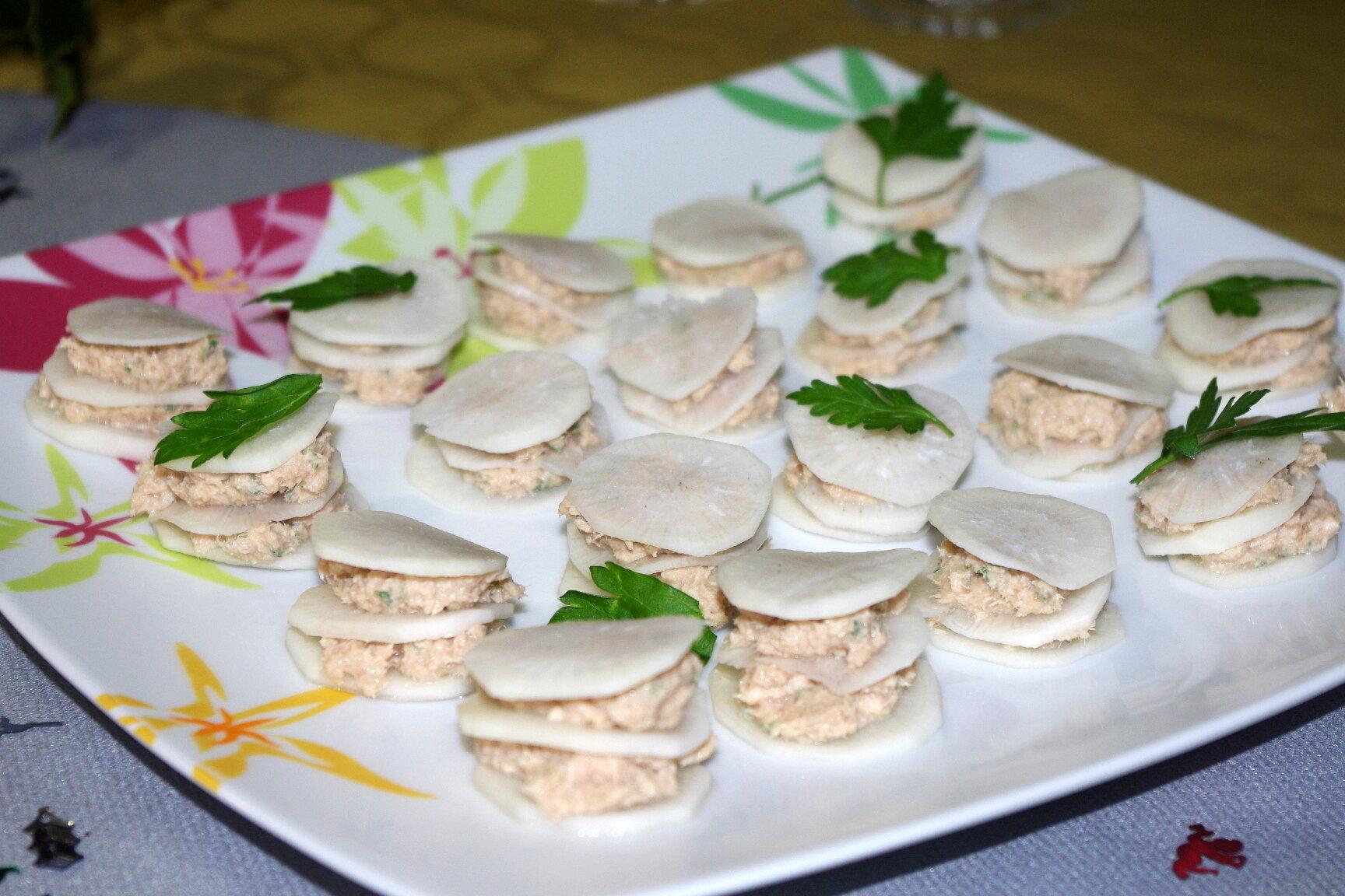 mini sandwichs de rillettes de thon radis noir les bonnes recettes de julie. Black Bedroom Furniture Sets. Home Design Ideas