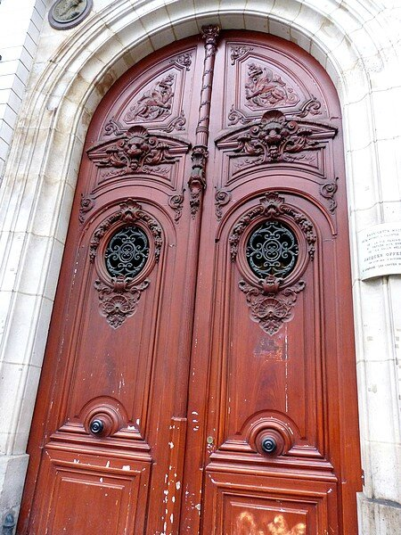 porte d'entrée immeuble de J