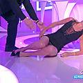 Caroline ithurbide, cette fois elle n'avait pas prévu de montrer sa culotte à l'antenne (ils ont pas coupé pour autant!)
