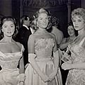 1956-10-29-londres-empire_theatre-with_guests-1