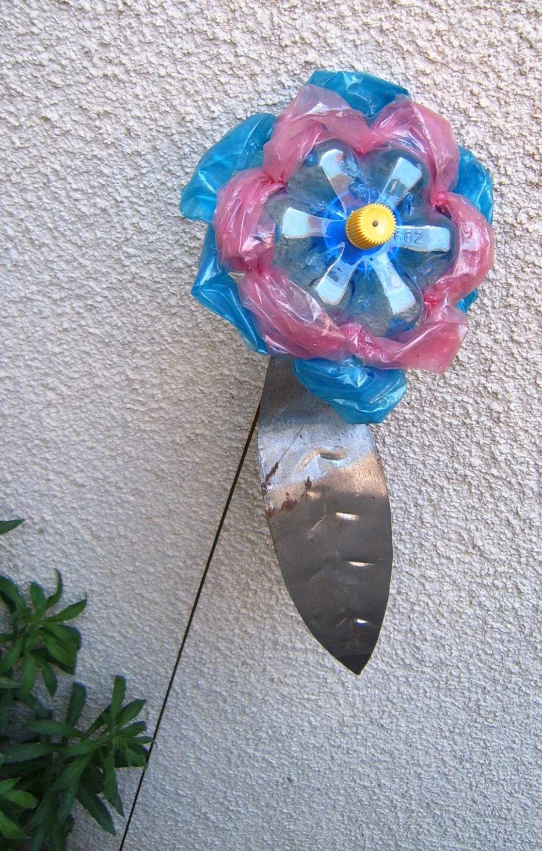 Beliebt Déchets plastique Valorisation PET - Fleur plastique rose et bleue  BH37
