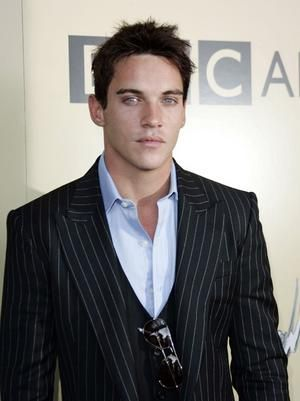 jonathan_rhys_meyers_narrowweb__300x401_0
