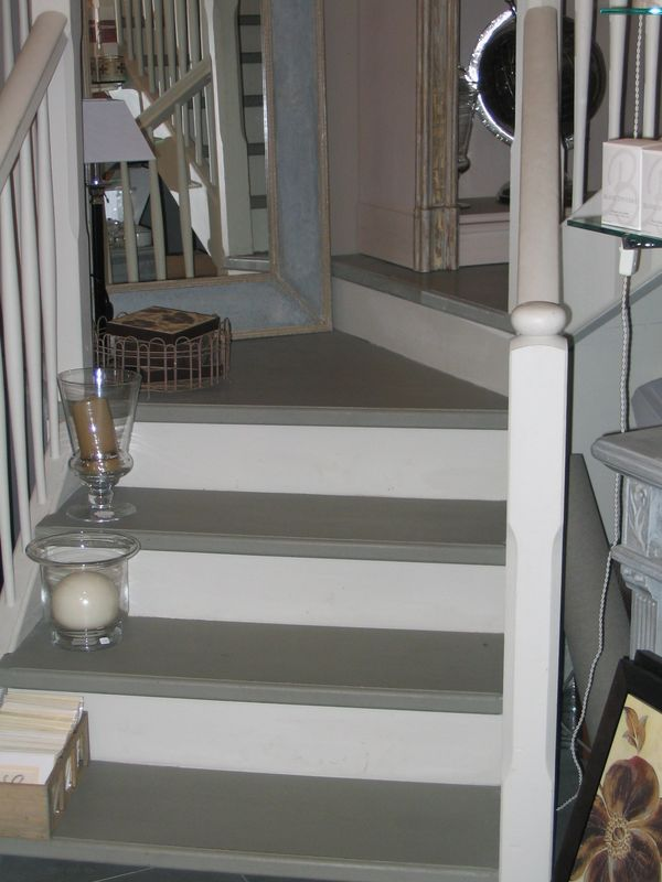 R novation escalier la demeure de p tronille for Photo escalier peint blanc gris