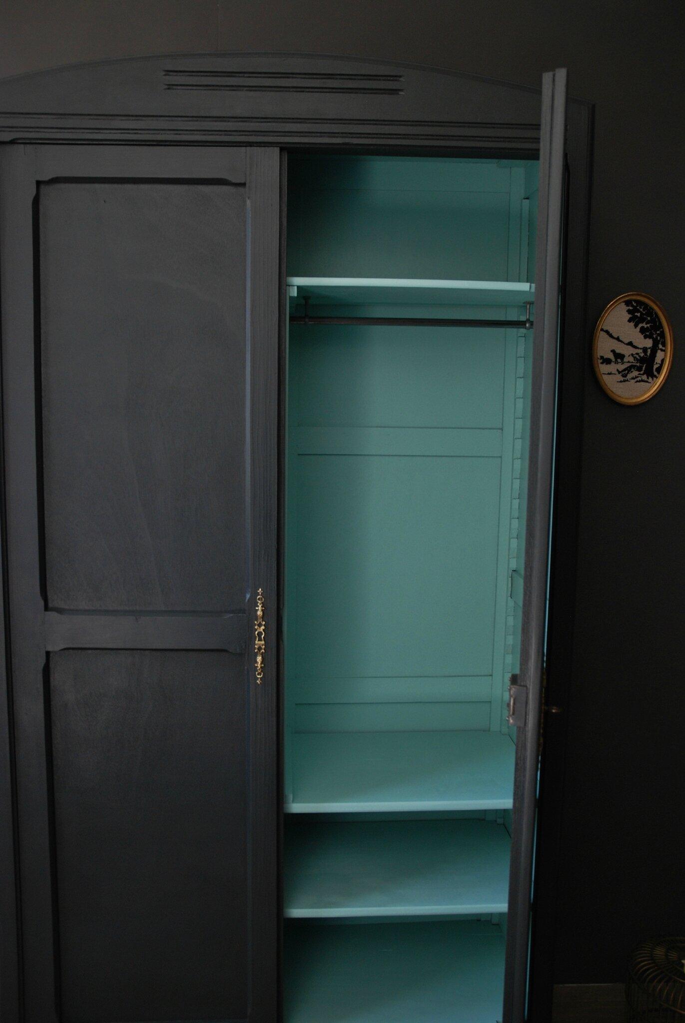 armoire ancienne gris charbon et vert menthe vendue atelier vintage. Black Bedroom Furniture Sets. Home Design Ideas