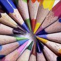 crayons de couleurs en cercle
