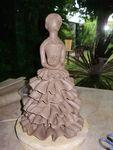 Victoria,sculpture,personnages,modelage,céramique,poterie,terre,grès,raku,argile,femme,robe,élégante,maïs;mariée (7)