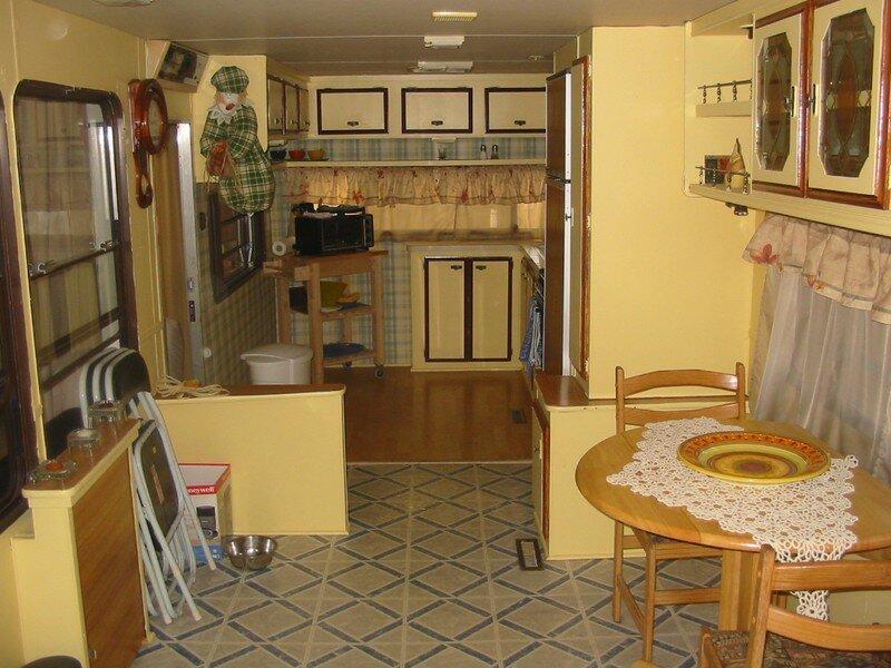 La cuisinette, c'est pas grand mais c'est pas grave, ca fait moins grand à nettoyer hahaha