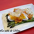 Asperges, saumon fum et leur sauce hollandaise