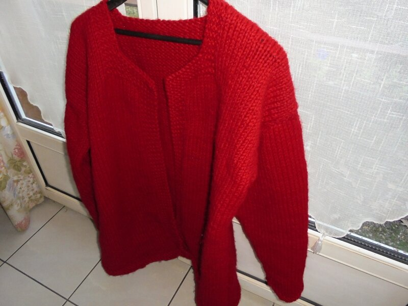 tricot rouge termine