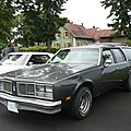 Oldsmobile custom cruiser 4 door station wagon