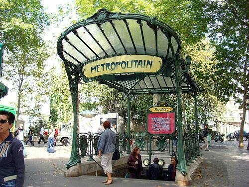 station_de_metro_abbesses_hector_guimard_paris_1912