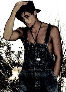 Brad_Pitt_brad_pitt_19669524_427_600