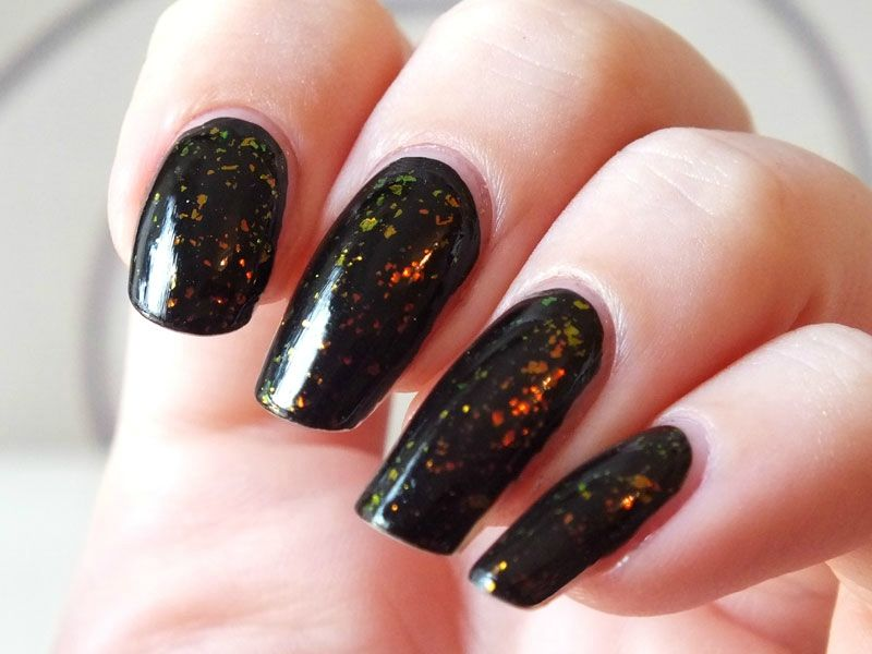 flakies-sephora-ancienne-collection-pixie-dust-elf-noir- paillettes-rouges-vert-swatch-top-coat(3)